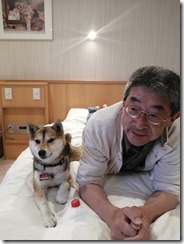 Yume_on_bed